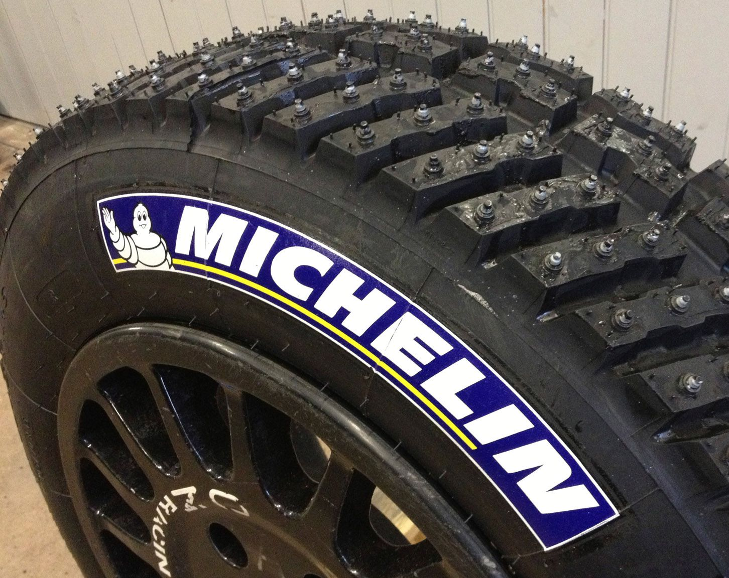 blue michelin tires logo