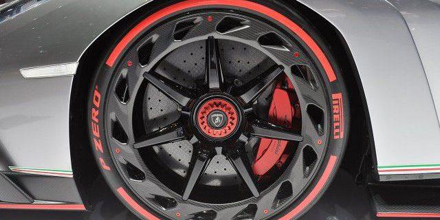 Lamborghini-Veneno-Tire