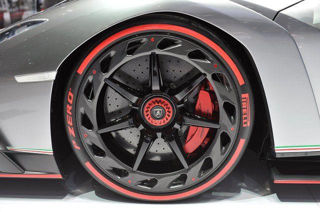 Lamborghini Veneno Tire
